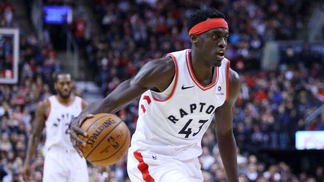 Por sonho do pai, jogador dos Raptors deixou o futebol para jogar basquete e agora é candidato ao prêmio de jogador que mais evoluiu