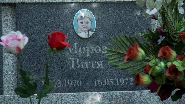 Ao lado de concentração da Sérvia, o marco de tragédia escondida pela URSS
