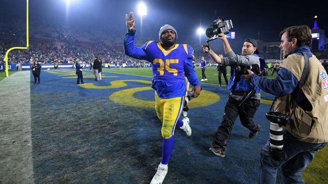 """Ele foi dispensado duas vezes, chamado de """"gordinho"""", mas vem sendo destaque dos Rams nos playoffs"""