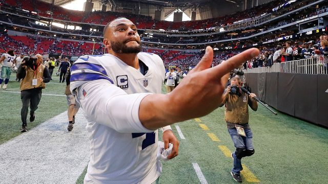 Conheça o artista sem os braços que é uma das maiores inspirações do quarterback dos Cowboys
