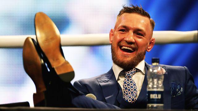 Chuva de ofensas, roubo de cinturão e guerra em coletiva: os 'melhores' momentos de Conor McGregor